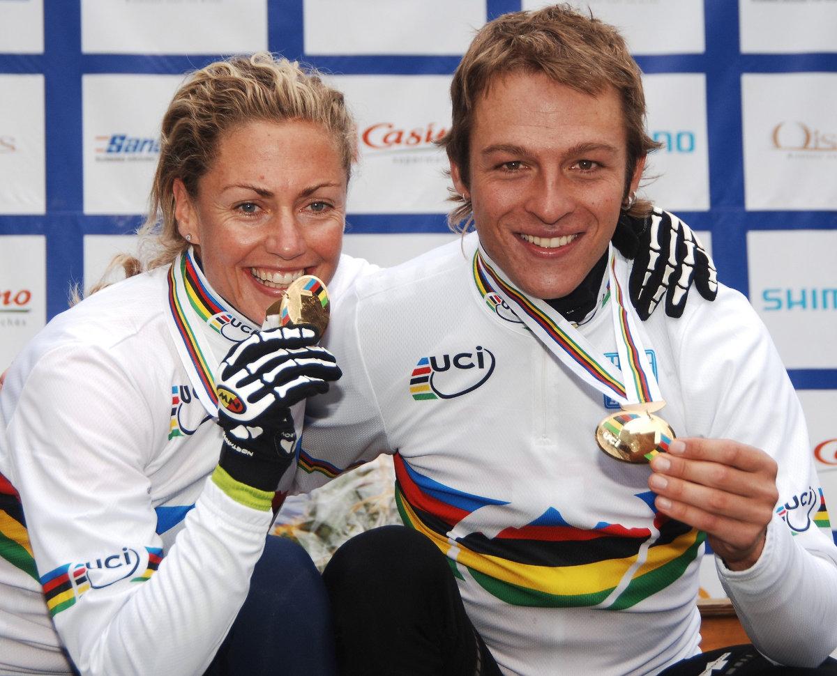 2015-ben Ralph Näf és Gunn-Rita Dahle-Flesjaa a franciaországi Oisans-ban világbajnoki címet szerzett: kettős Merida-siker!