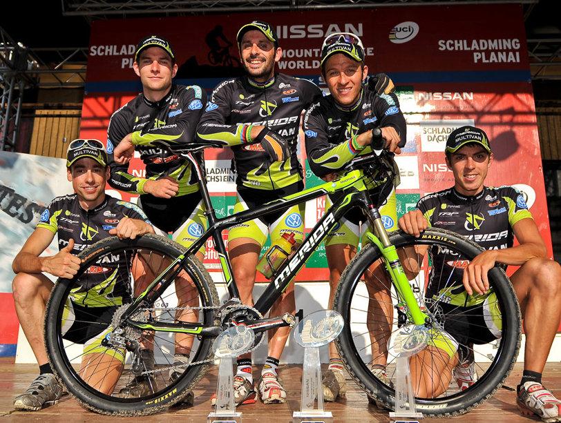 2009-ben a világkupában a Merida egyéni és csapatelsőséget is megszerezte (Van Houts, Milatz, Moritz, Hermida Ramos, José Antonio, Näf, Ralf - Multivan Merida Biking Team)