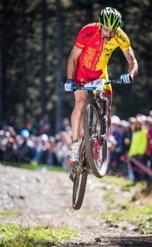 Hermida spanyol bajnoki mezben trükközik Vallnord-i XC-versenyen...