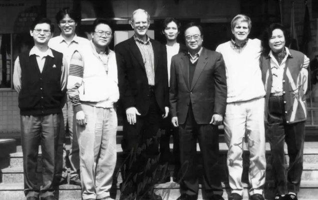 Kép a 90-es évekből: a Merida alapítói a Specialized alapítójával. Az együttműködés mindkét céget a kerékpáripar élvonalába repítette!