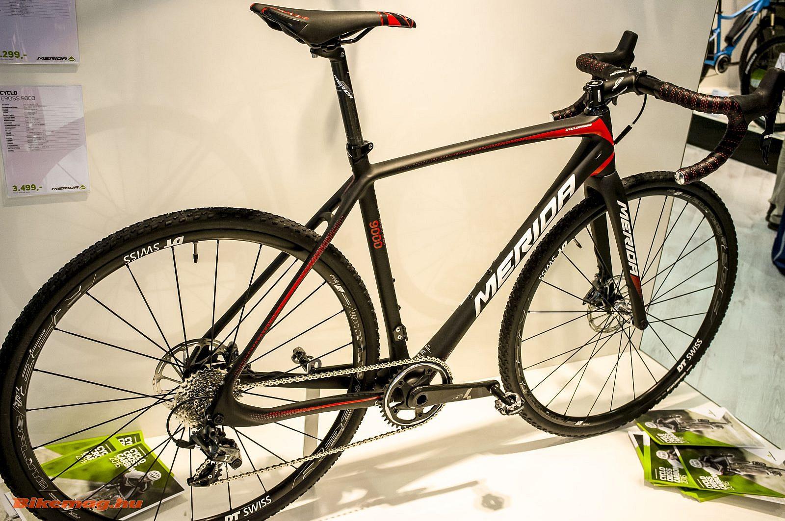 Új karbon Merida Cyclocross kerékpárok - a képen a CX9000