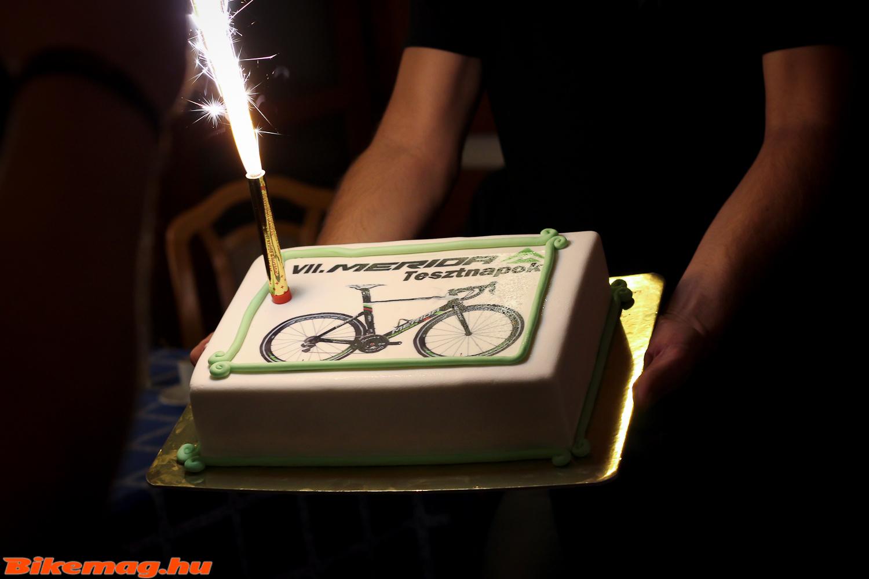 A torta idén sem maradhatott el, ezúttal egy Reacto képével