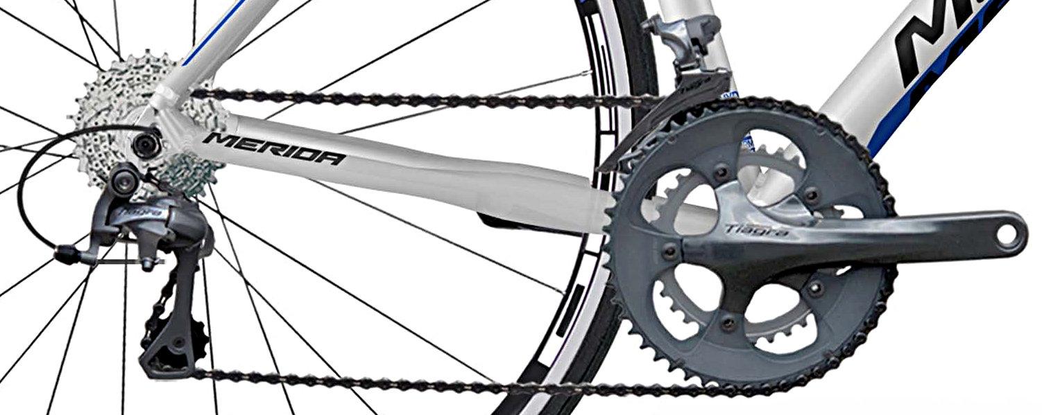 A felszereltség Shimano 105, 11-fokozat, amely a lehető legjobb ár/érték/technológia arányt képviseli ma az országúti kerékpárok piacán...