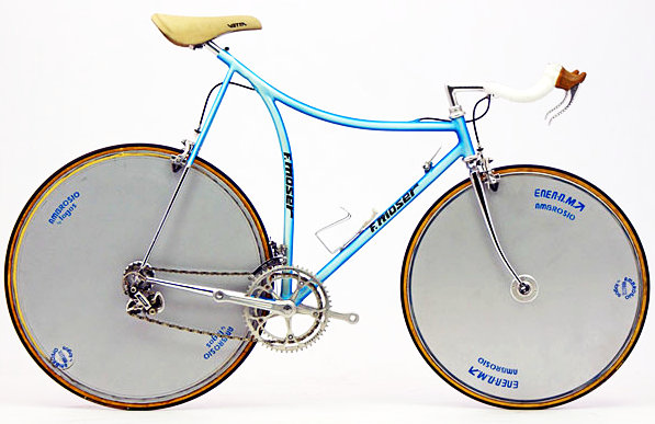 Egy szép országúti időfutambringa a specialista gyártótól: nem véletlen, hogy  a Moser kínálatában folyamatosan több ilyen típusú modell szerepelt...