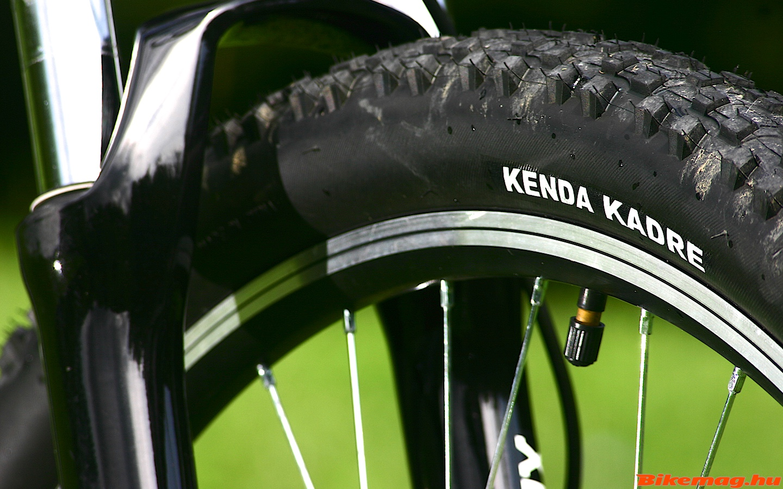 Jófajta mintázatú Kenda Kadre gumik