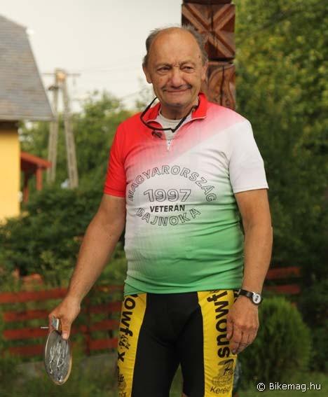 A legidősebb versenyző különdíjat kapott - Tóth Károly 76 évesen az 52 km-es távon indult