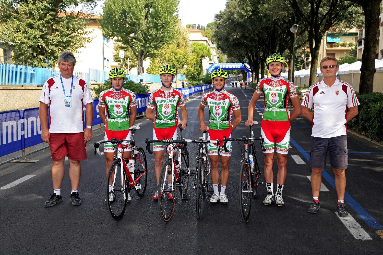 A magyar küldöttség a junior futamon