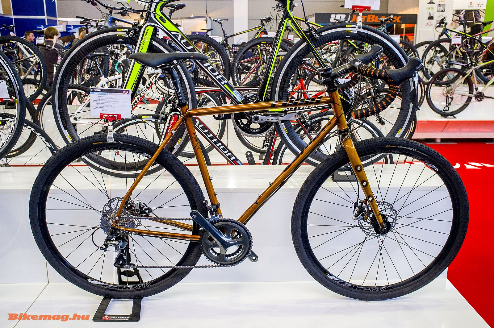 Az acél Author Roninról már volt szó korábban, ez a remek bringa egy országúti túragép alapja is lehet