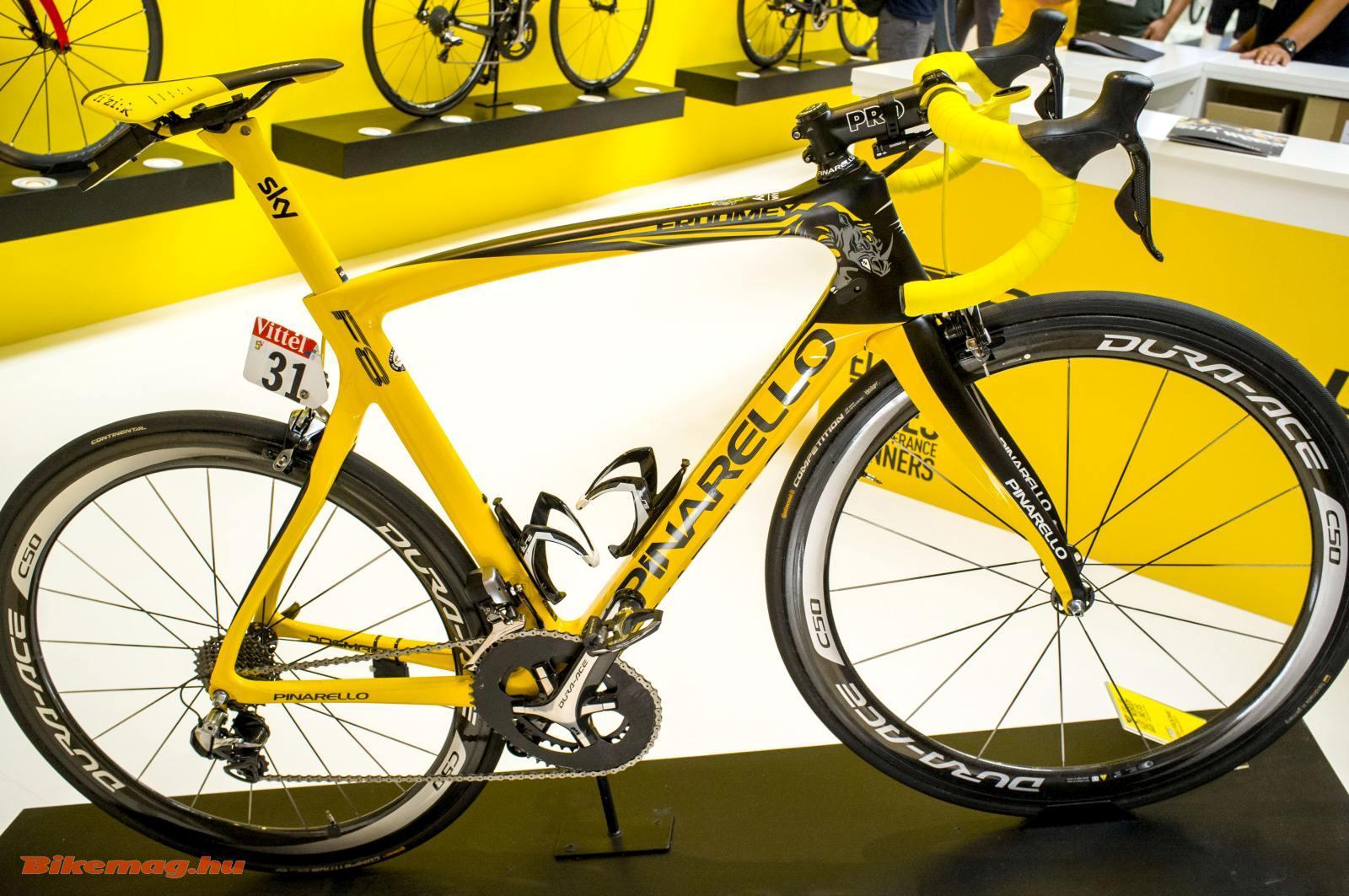 A Tour de France-t is univerzális országúti versenygéppel nyerték, amely aerodinamikus is: Pinarello Dogma F8