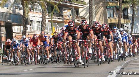 A Mallorcai Körversenyen a Caisse d'Epargne vonat élén