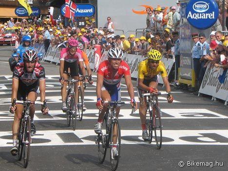 Előkelő társaságban Morzine-ban: Schleck, Klöden, Boogard és Pereiro. Az alpesi városka mérföldkő volt a Tour, Landis és Pereiro életében egyaránt…