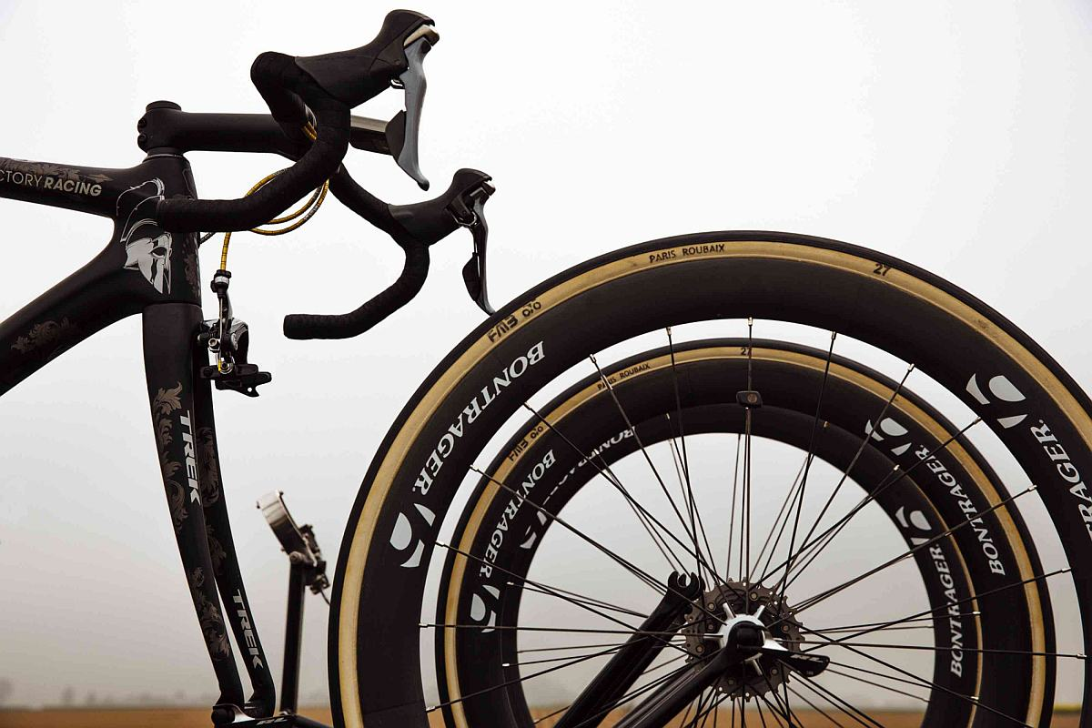 Tartalék bringa és kerekek Cancellara számára