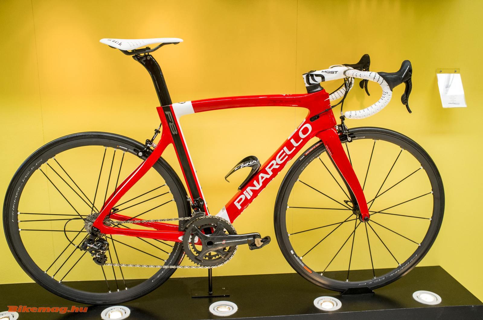 Ha már szóba került a Ferrari, Dogma F8 pirosban
