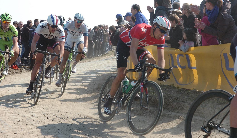 """Attól függetlenül, hogy Cancellara csapata az utolsó 50 kilométerre """"elfogyott"""", az addig tökéletes munka vitathatatlan. Sok csapat labdába sem tudott rúgni, elég a Team Sky-ra gondolni, akik csak kósza akciókra voltak jók, a végére pedig hasonlóan megfulladtak a porban és a tempóban."""