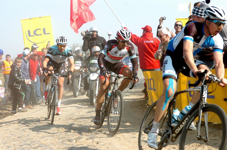 """Cancellara Stybarral a kerekén mégis fel tudott ugrani az élre, de a pavékon már nem az """"igazi"""" Kancellárt láthattuk: """"Az volt a baj, hogy éreztem, nem annyira haladok a kockaköveken. Erősebbnek éreztem magam a sima úton, ezért ott akartam eldönteni a versenyt."""""""