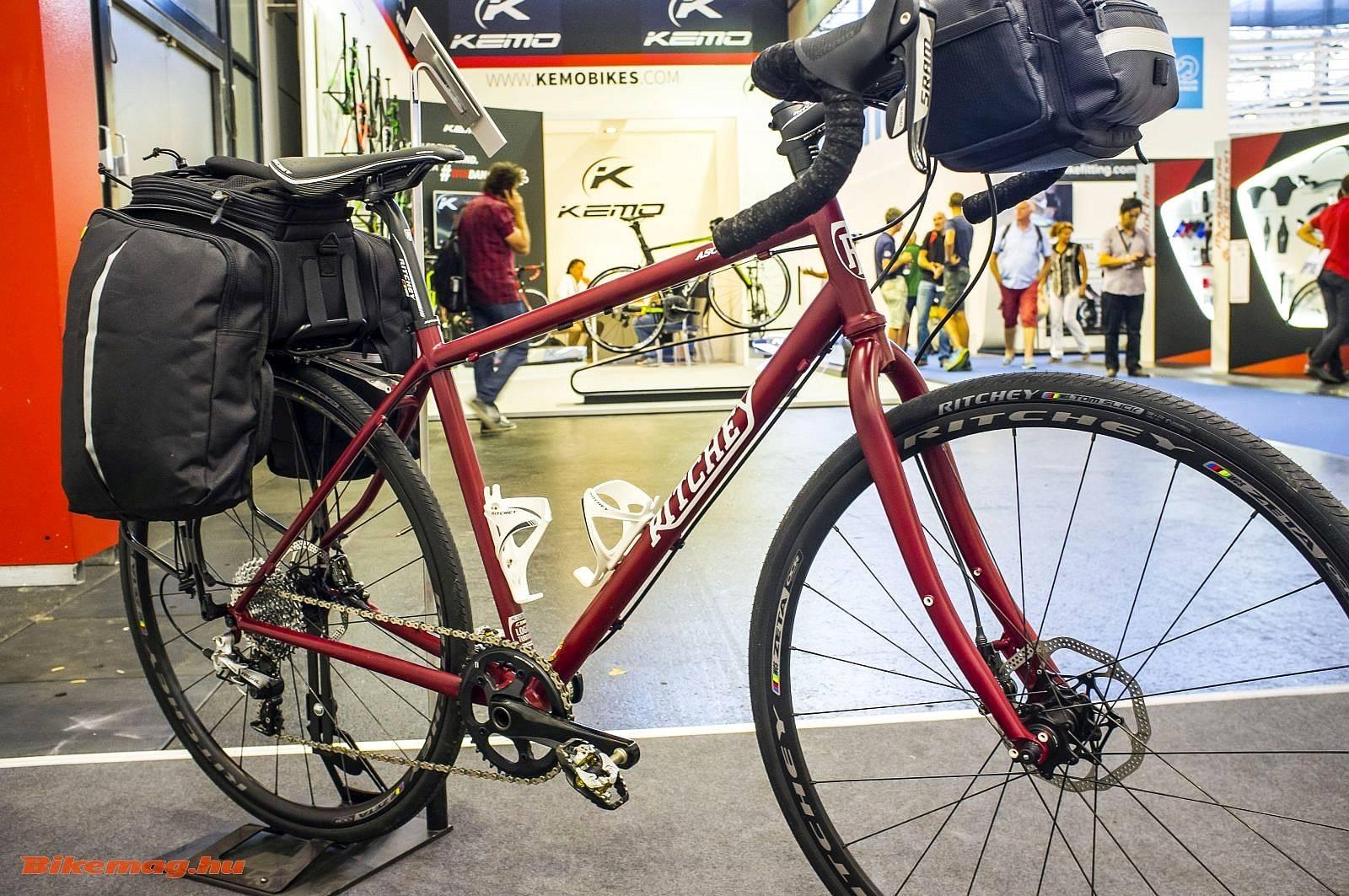 Túrabringa Tom Ritchey-től, amely akár 29-es mountain bike gumikat is fogad