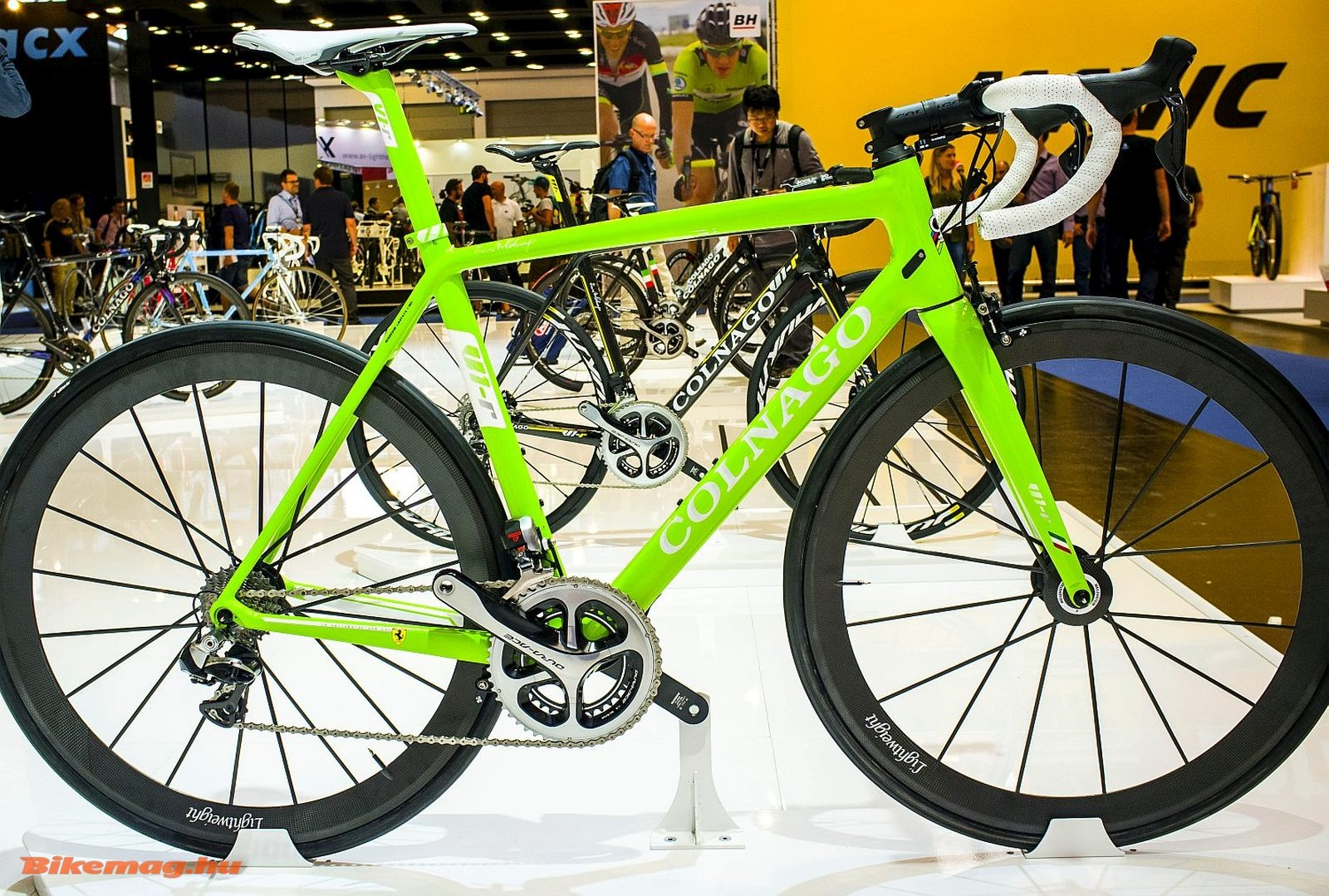 Nevezhetjük koskormányos kerékpárnak, de ez egy Colnago v1r