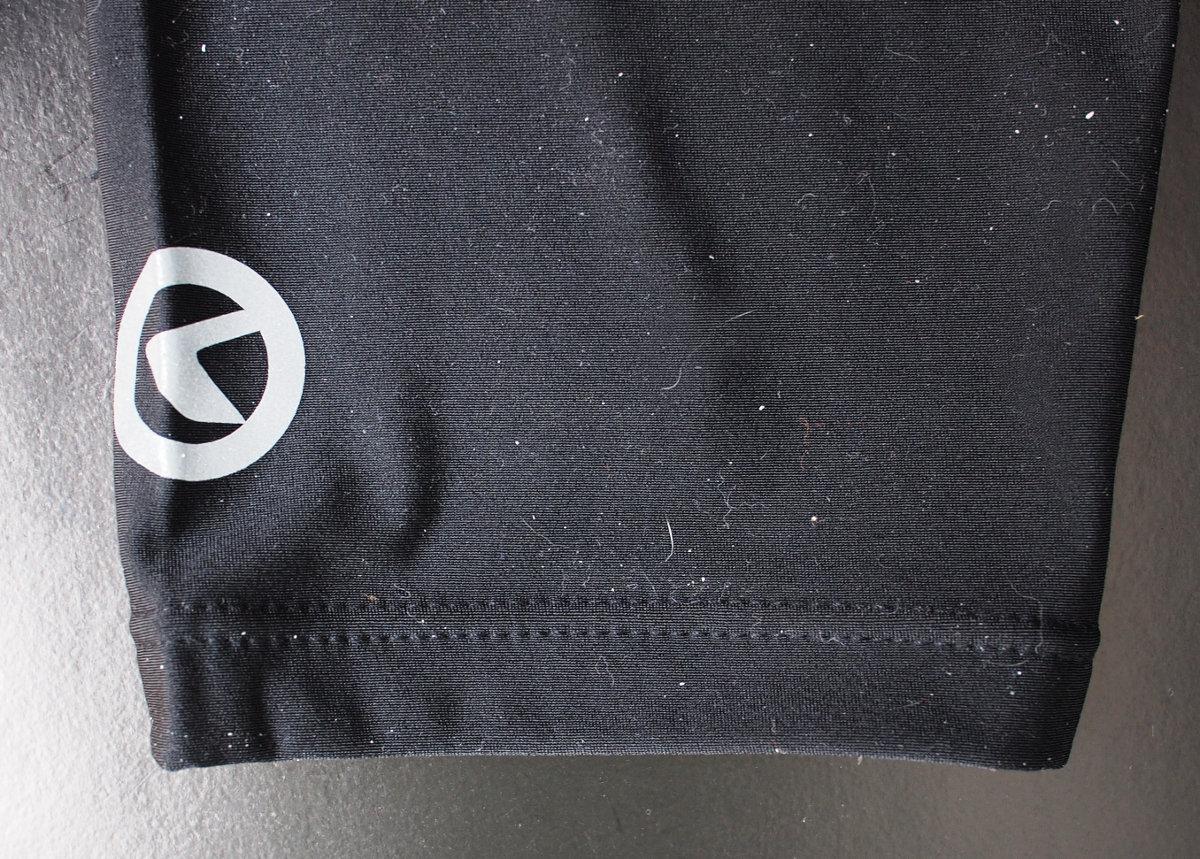 A biztonságot fokozó logó célszerűen a hátsó irányba néz, esetleg kissé oldalirányba elfordítva...