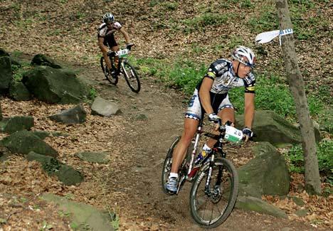 Pavel Boguny (Dream Bikes - CZE) a 2005-ös verseny győztese, mögötte Parti András (Józsefhegyi SE - TREK - Powerbar)