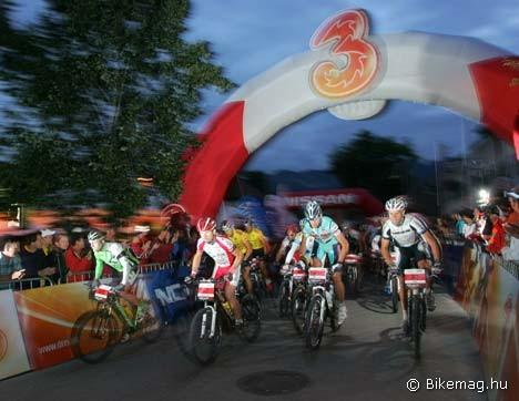 Hajnalban rajtol a Salzkammergut Trophy 200 kilométeres távja