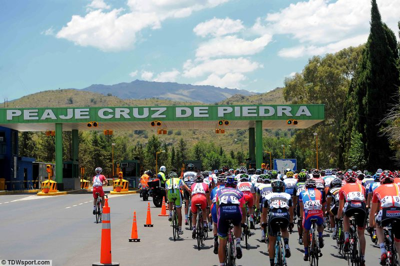 Dél-Amerikában jellemző, hogy autópályára viszik a kerékpárversenyeket