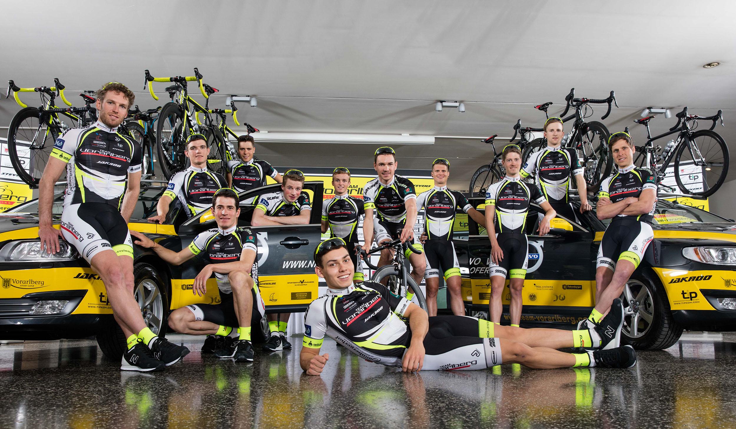 A Vorarlberg UCI kontinentális csapat - bal szélen Dér Zsolt