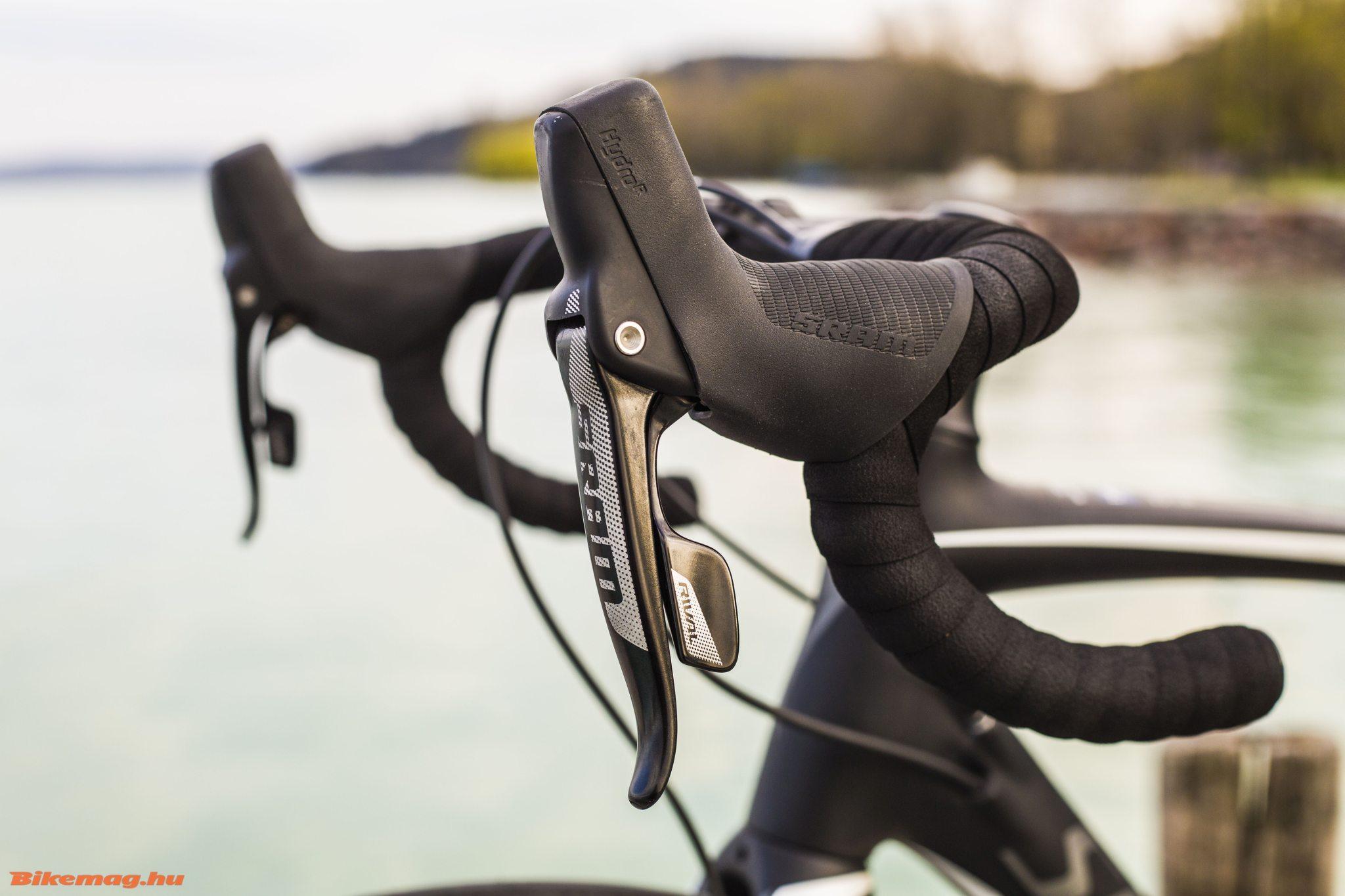 Specialized Roubaix SL4 Elite Disc - a Rival HydroR karok ergonómiailag tökéletesek