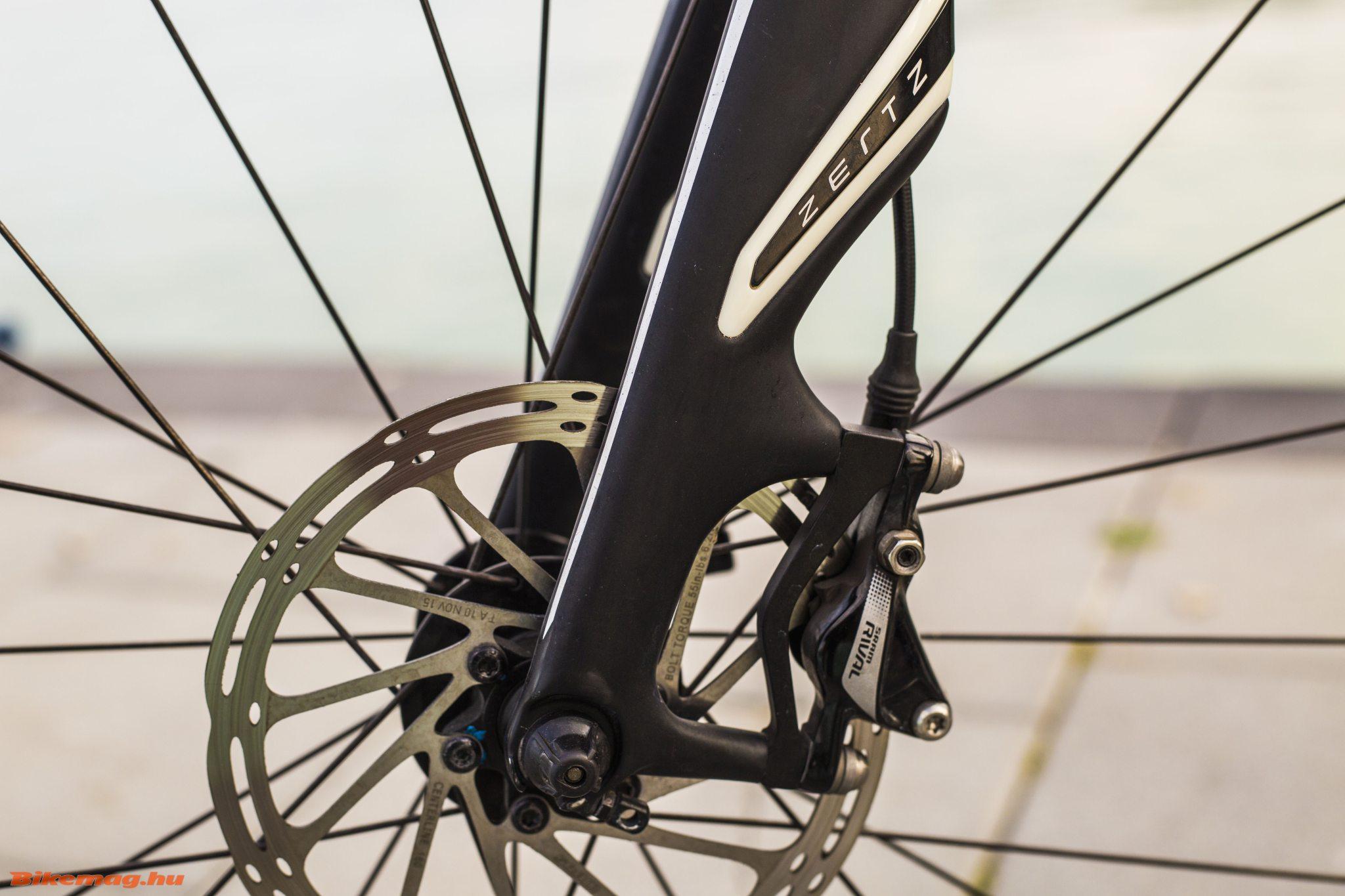 Specialized Roubaix SL4 Elite Disc - Zertz betét a villában, post mount fék és gyorszáras agy