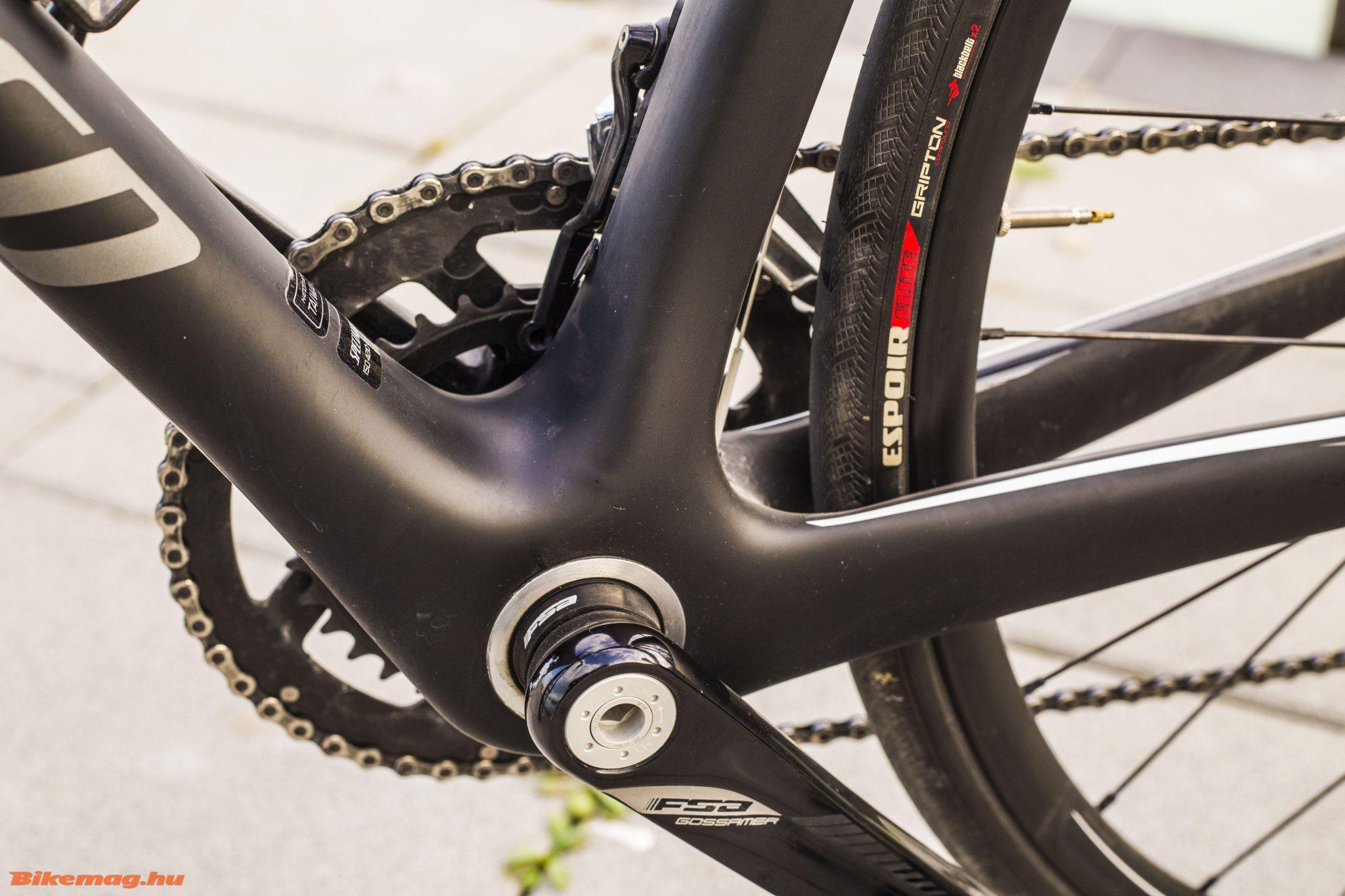 Specialized Roubaix SL4 Elite Disc - oversized középrész, FSA hajtómű hézagolókkal