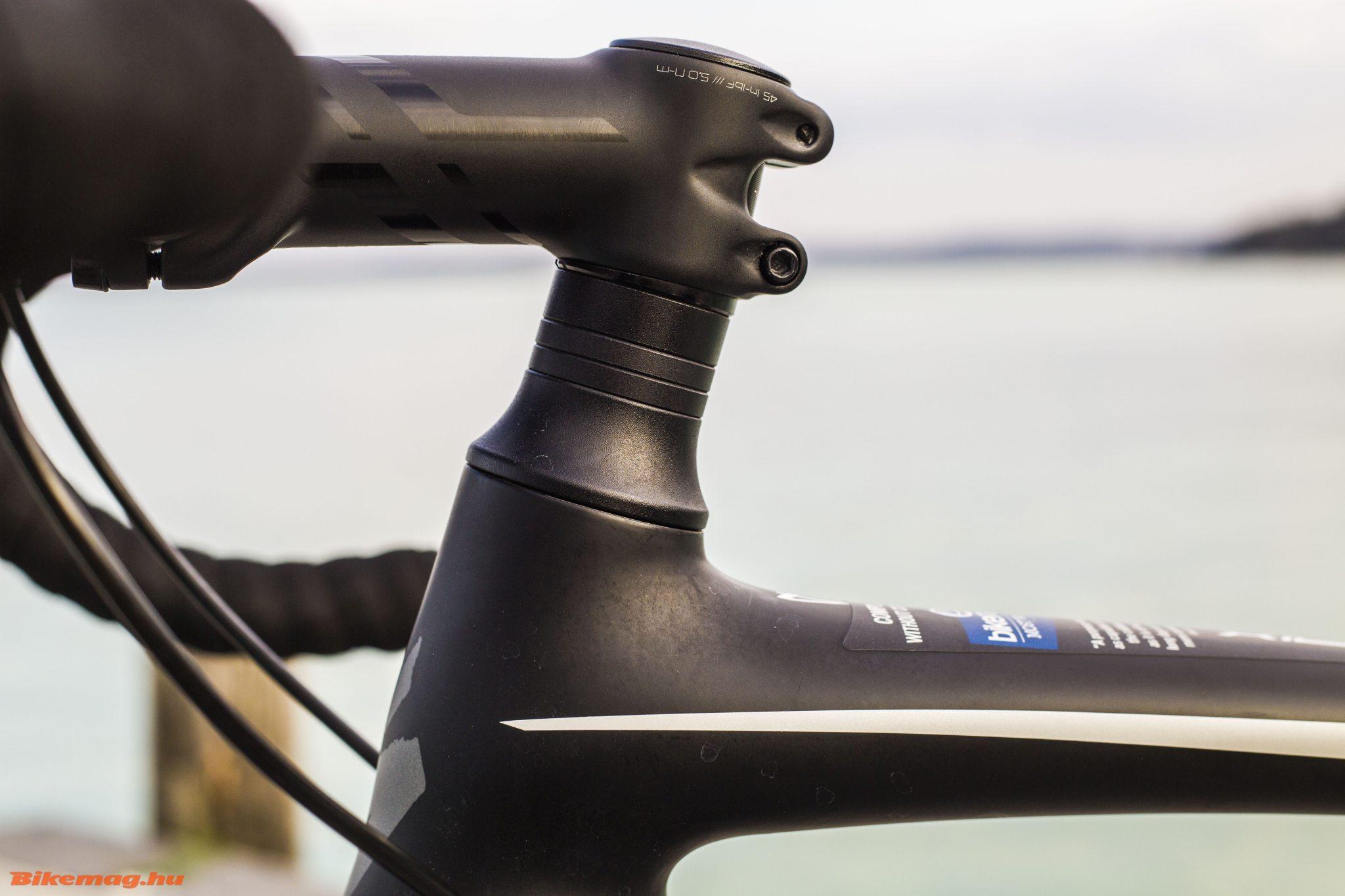 Specialized Roubaix SL4 Elite Disc - személyreszabás után nem lenne szükség a hézagolókra