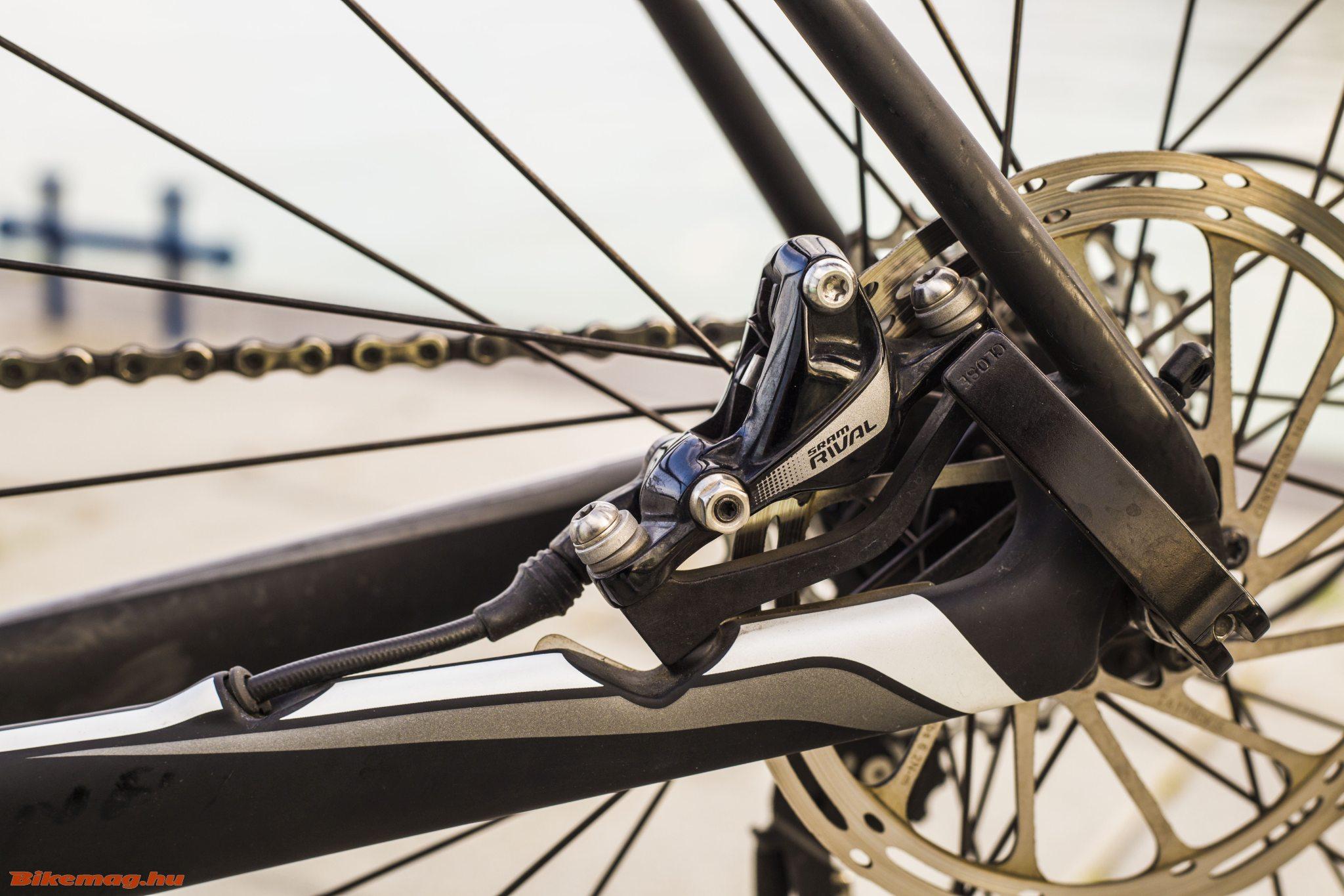 Specialized Roubaix SL4 Elite Disc - post mount Rival fék a láncvillán