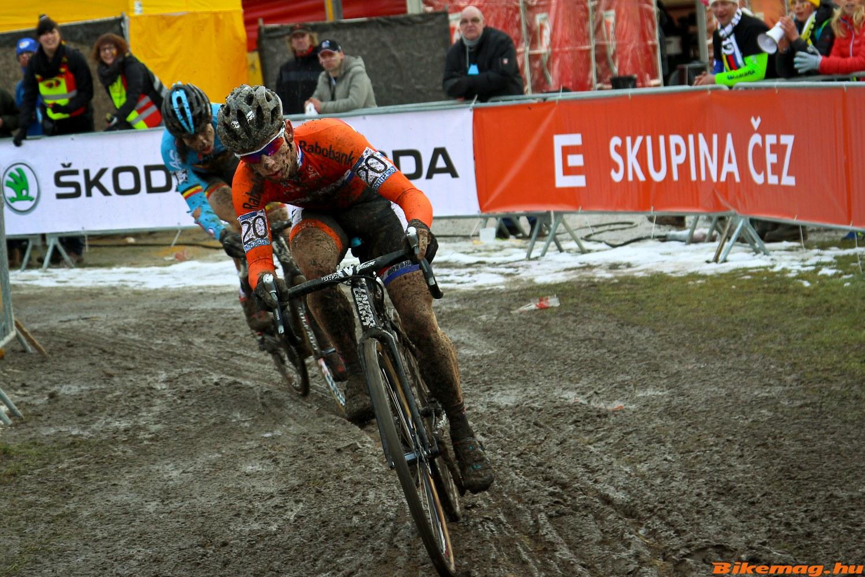 Van Aert ugyan Van der Haar-t utolérte, de a győzelemről lemaradt. (Fotó: Kuntár Bence)