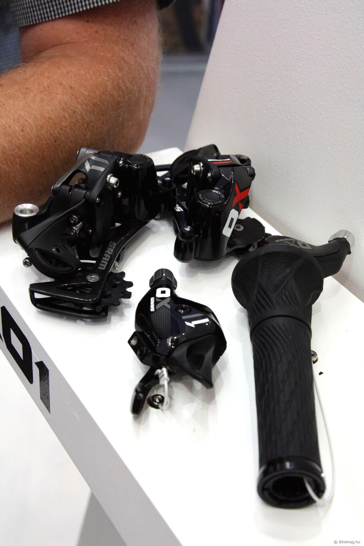 SRAM X01 trigger és markolatváltó karral