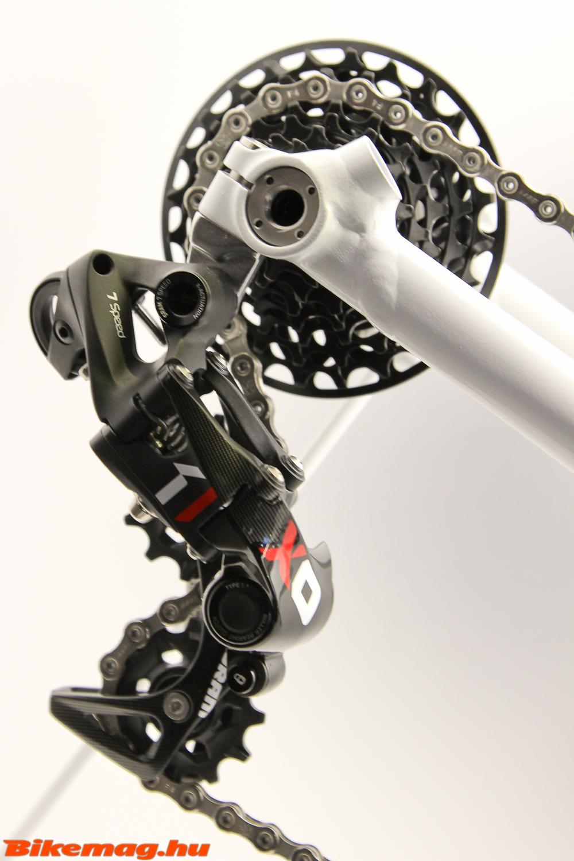 SRAM X01 DH 7 sebességes hátsó váltó és lánckeréksor