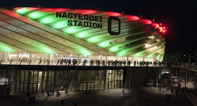 rajt a Nagyerdei Stadionnál