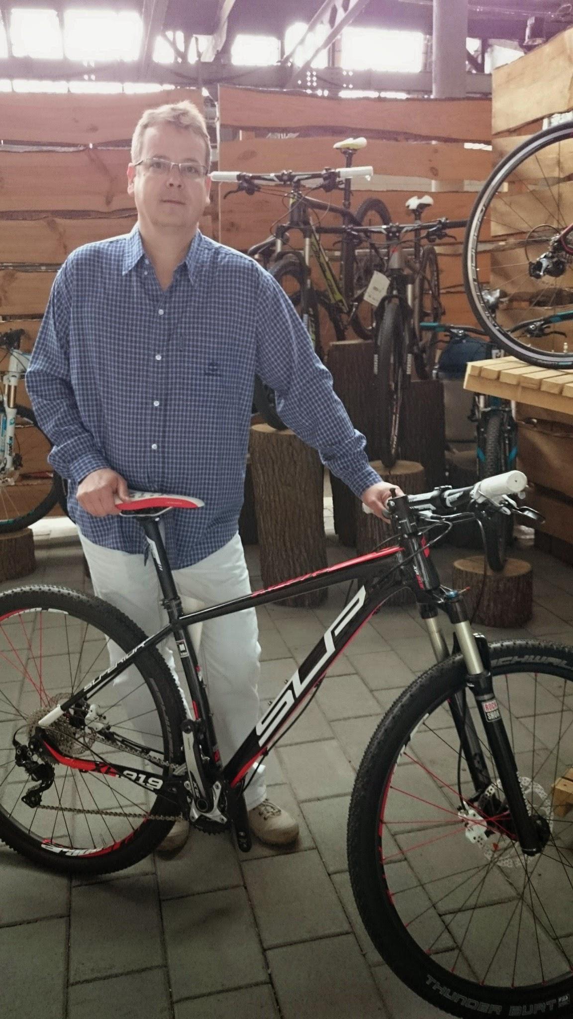 Stefler Balázs a Superior kerékpárral