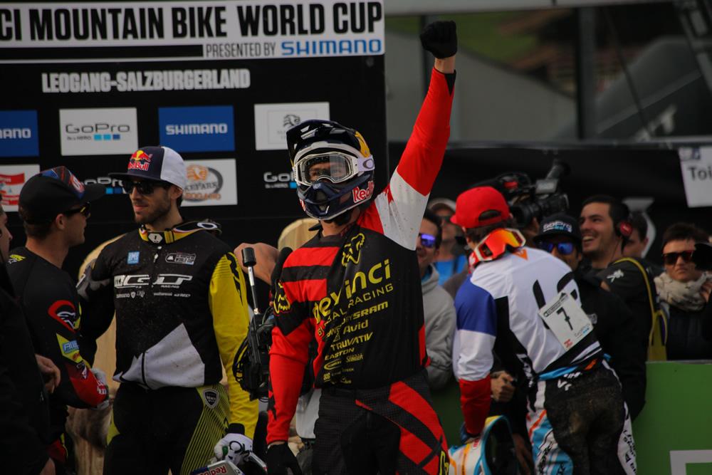 Steve Smith öröme az összetett és a záró forduló győzelméért.