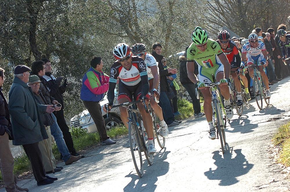 Fabian cancellara (balról) harmadszor szeretett volna nyerni, de egyre gyengébbnek tűnik a mögötte álló csapat...