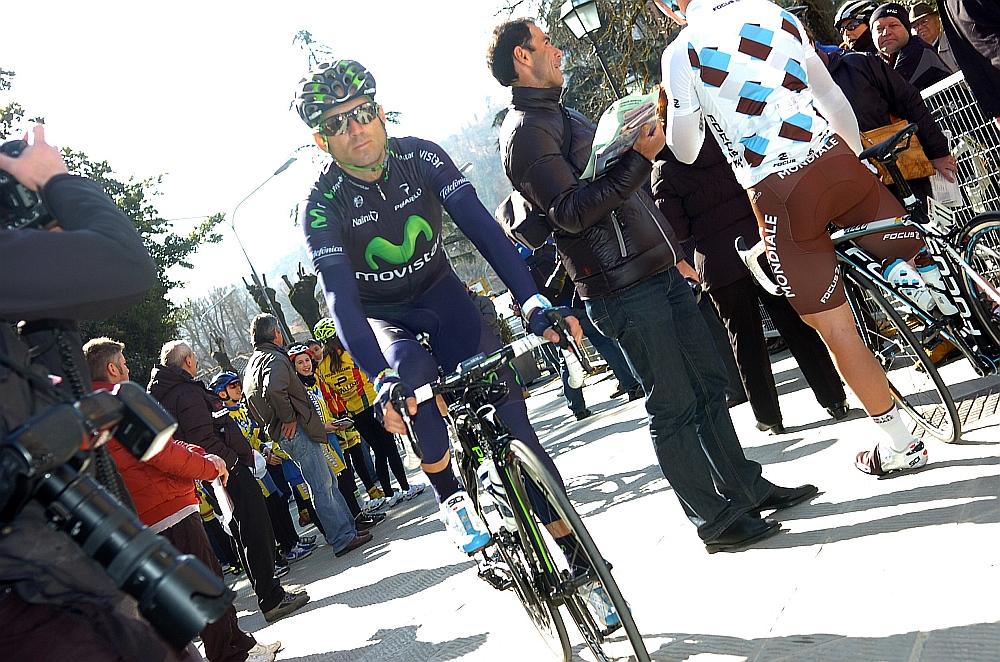 Nem úszta meg a defektet a spanyol Alejandro Valverde sem, aki régebben ritka vendég volt olasz versenyeken, az idei év más. Valverde egyébként a legjobbak között végzett.