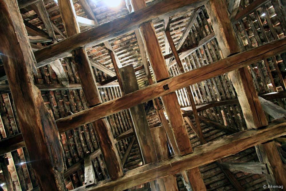 A templomtorony sisakja belülről, az ácsmunkához csak faszeget használtak, így kb. 600 éve nem rozsdásodik...