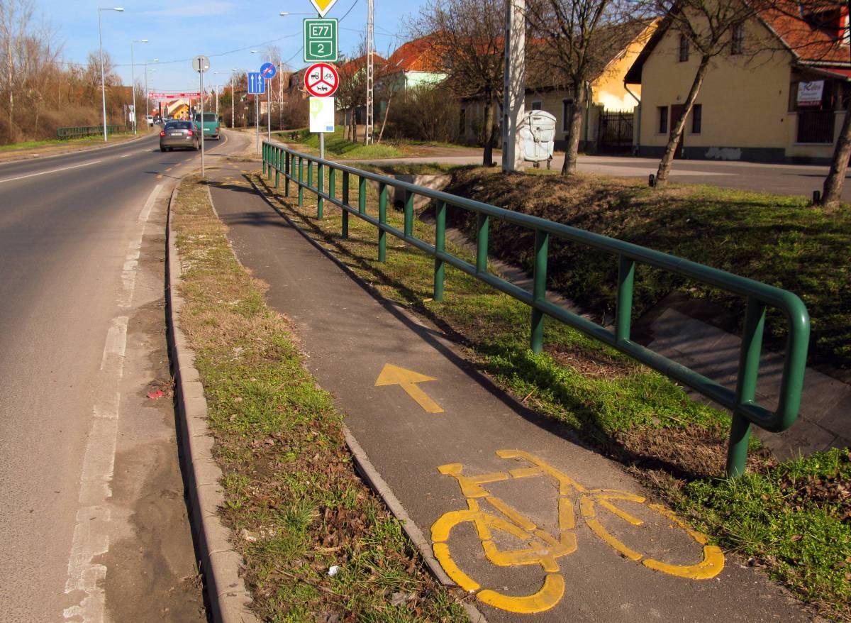 """""""Okosság"""" Dunakeszin: kerékpárúton és kerékpársávon kerékpározni tilos! Hosszú ideje így van..."""