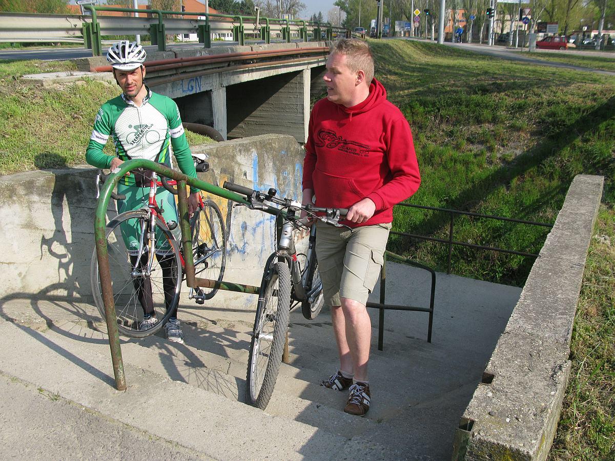 Kerékpárosok, a Dera patak mentén erre tessék...