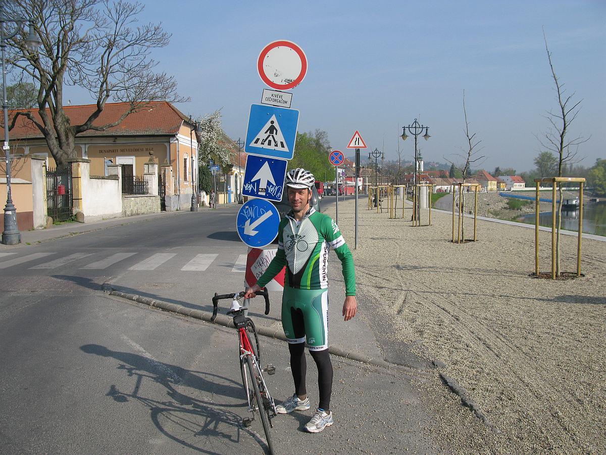 A Korzó déli vége: áthaladni tilos, csak célforgalom...