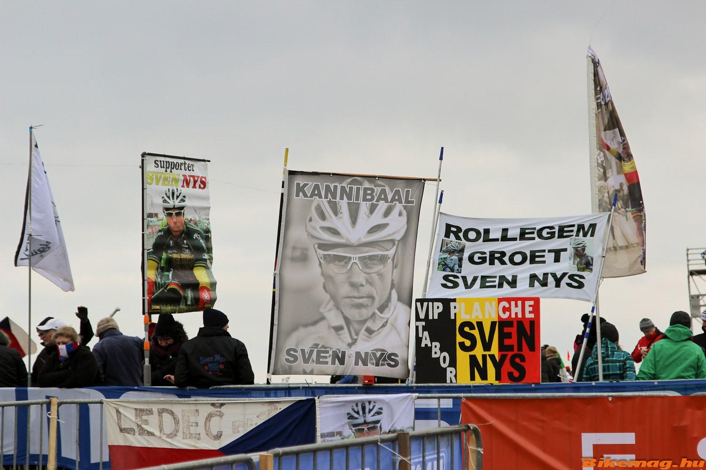 Egy cyclocross világbajnokságról szóló cikk bevezetőjéből a mögöttünk álló évtizedben nehezen lehetett kihagyni Sven  Nys nevét. A tabori pályán is ennek megfelelően indult a reggel...