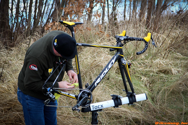 Corné van Kessel kerékpárja szervizelés közben