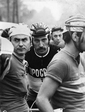 Takács András (1945. július 3. - 2015. május 12.) a kép bal oldalán