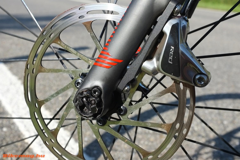 Hidraulikus tárcsafék a 2016-os Focus Izalco Max Disc kerékpáron