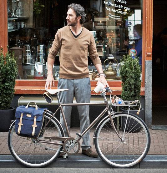Kétségtelenül tetszetősebb, stílusosabb, mint a szokványos bicajos táskák!