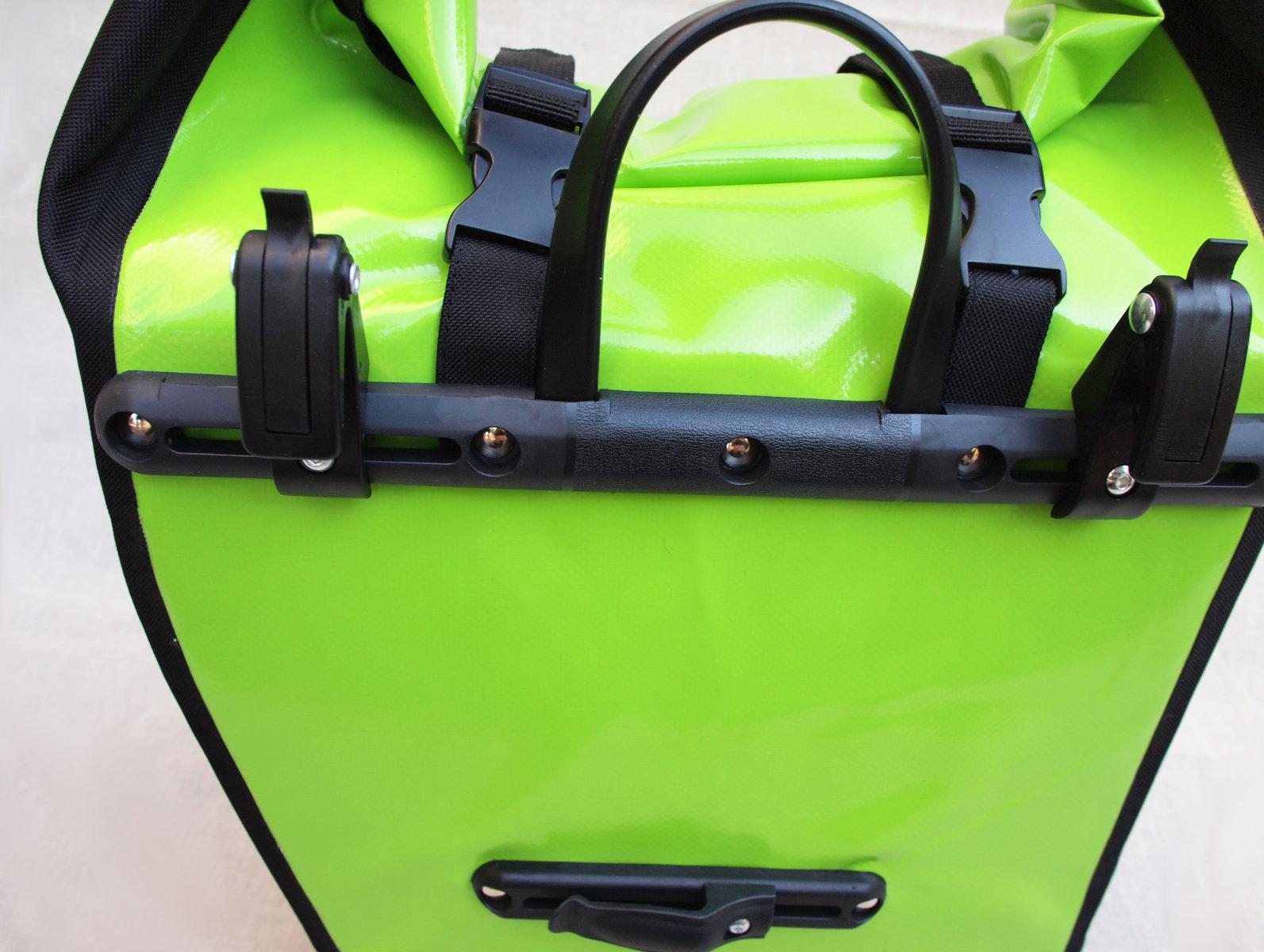 Bár nem specialista gyártóról van szó, a Merida a táska rögzítését jól megoldotta!