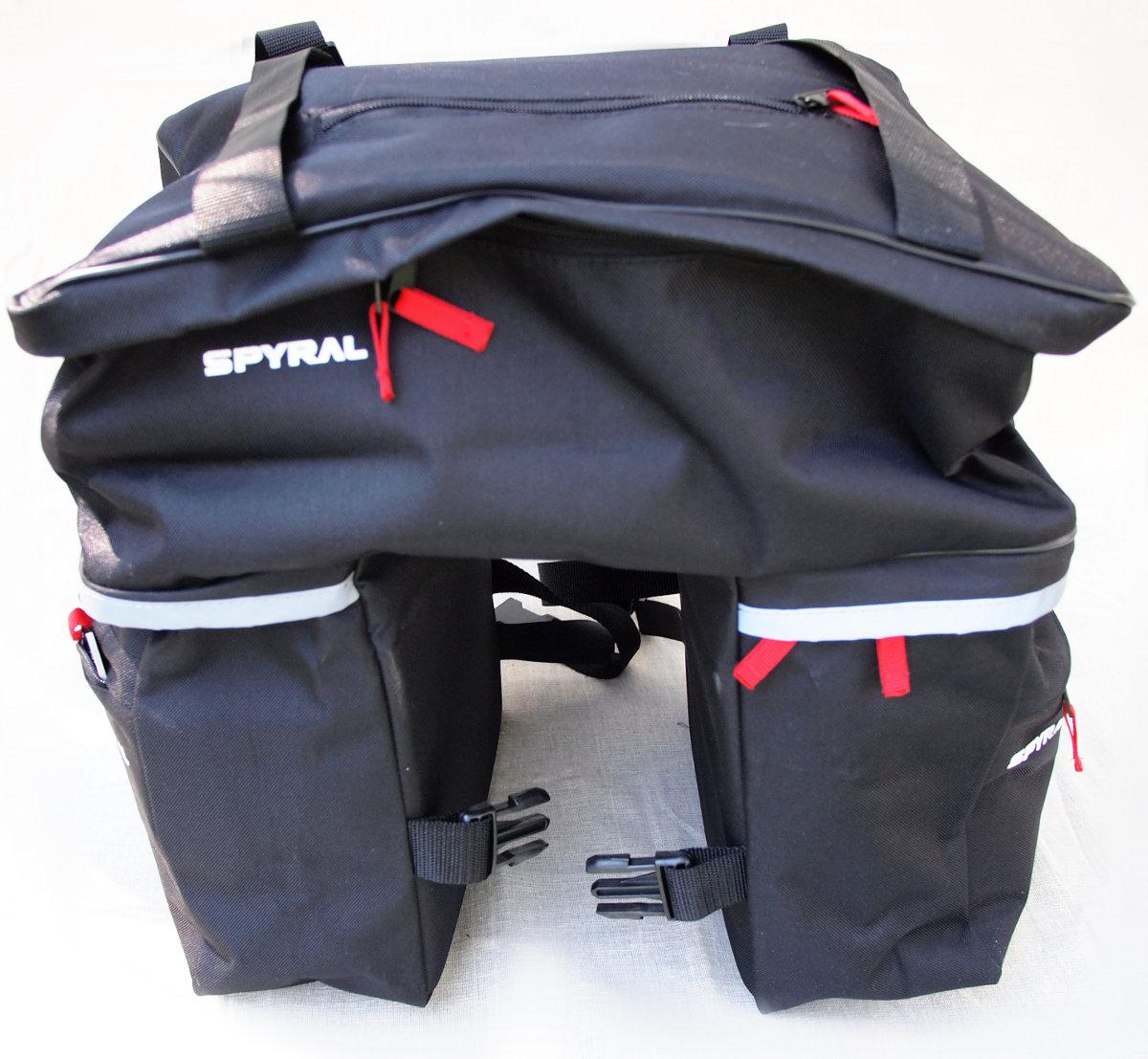 Vízálló kialakítás, erős anyag, cipzárak - mit nyújthat még egy táska, főleg ilyen alacsony áron?